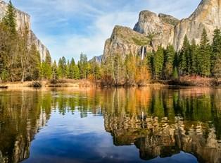 a scenic lake in Yosemite National Park