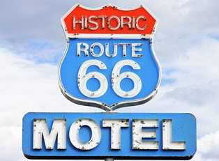 a sign for historic route 66 motel in arizona
