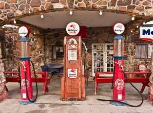 an historic gas station along route 66