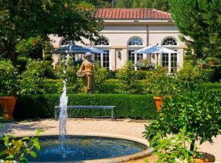 a lush fountain in the courtyard of a luxurious napa valley hotel