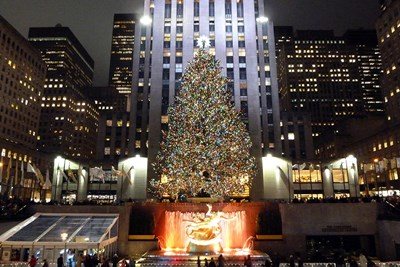 Rockefeller Center is a quintessential Christmas destination, even in movies.
