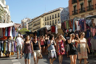 a crowded Madrid street is popular for pickpockets